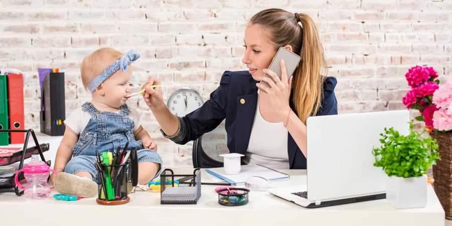 Mamme e donne in carriera mancate a causa dei figli e della famiglia